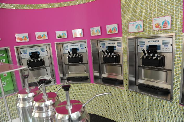 Бизнес-идея открытия йогурт-бара с чего начать новичку и сколько можно заработать.
